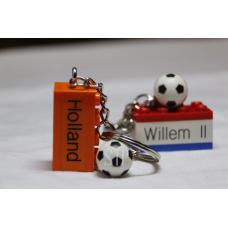 Sleutelhanger Lego blokje als sleutelhanger Voetbal graveren met naam en ingekleurd met de Club Kleuren