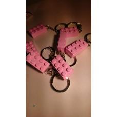 Lego blokje als sleutelhanger Roze graveren met naam en ingekleurd